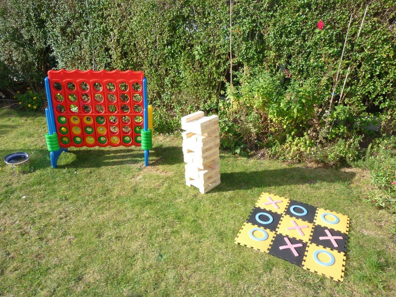 giant garden games jenga connect 4 and noughts crosses. Black Bedroom Furniture Sets. Home Design Ideas